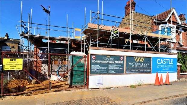 3 Bedrooms Semi Detached House for sale in Lansdowne Avenue, Leigh on sea, Leigh on sea, SS9 1LJ