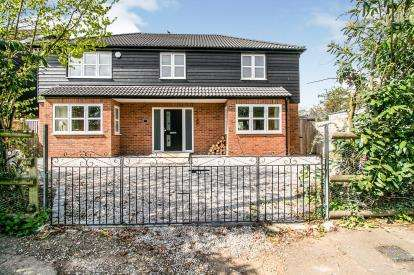 4 Bedrooms Detached House for sale in Grays, Thurrock, Essex