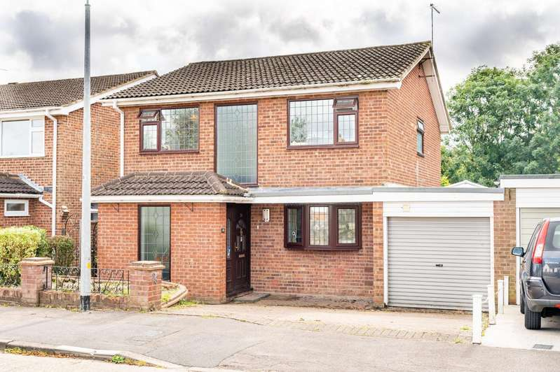 4 Bedrooms Detached House for sale in Woodview Road, Dunmow, Essex