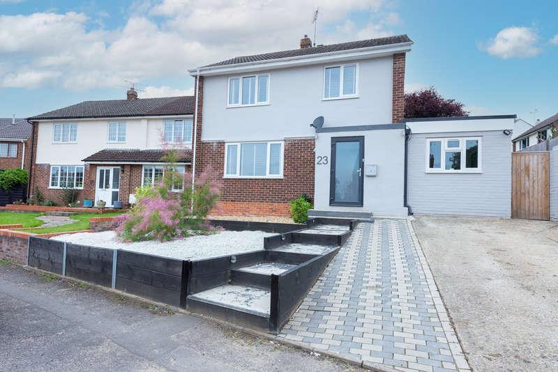 4 Bedrooms Detached House for sale in York Way, Sandhurst
