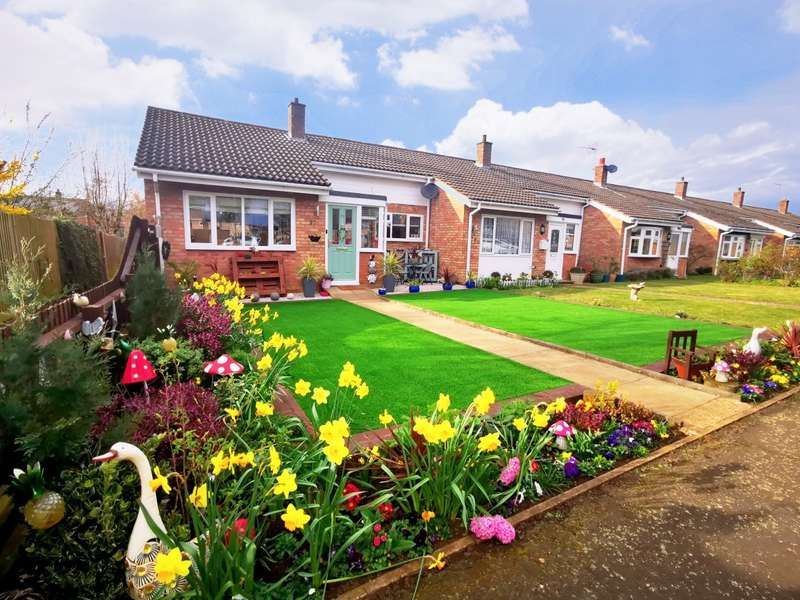 2 Bedrooms Bungalow for sale in Green Acres, Gamlingay, SG19