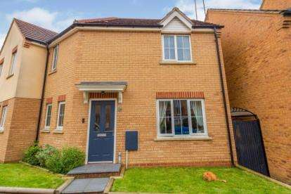 3 Bedrooms Semi Detached House for sale in Sandpiper Way, Leighton Buzzard, Bedfordshire