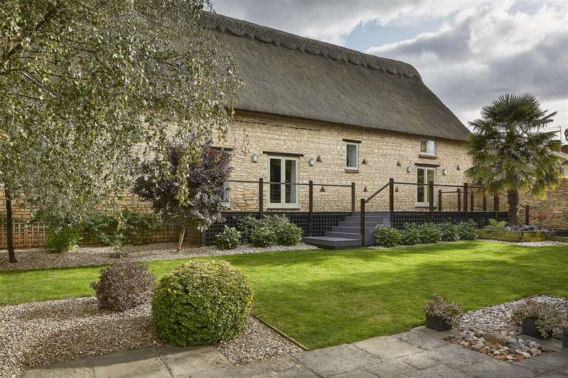 6 Bedrooms Barn Conversion Character Property for sale in High Street, Podington, Bedfordshire, NN29 7HS