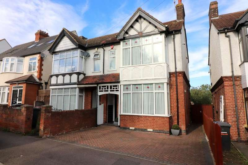 3 Bedrooms Semi Detached House for sale in Alexandra Avenue, Luton, Bedfordshire, LU3 1HG
