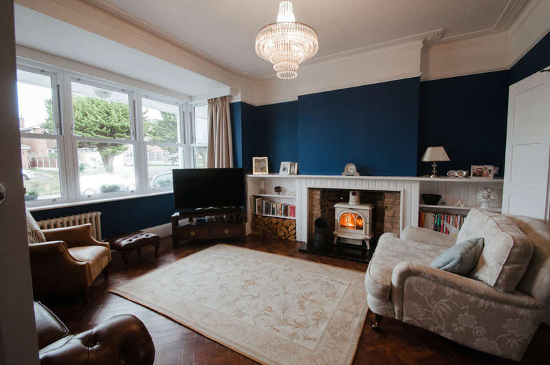 4 Bedrooms Detached House for sale in Rayleigh Road, Thundersley