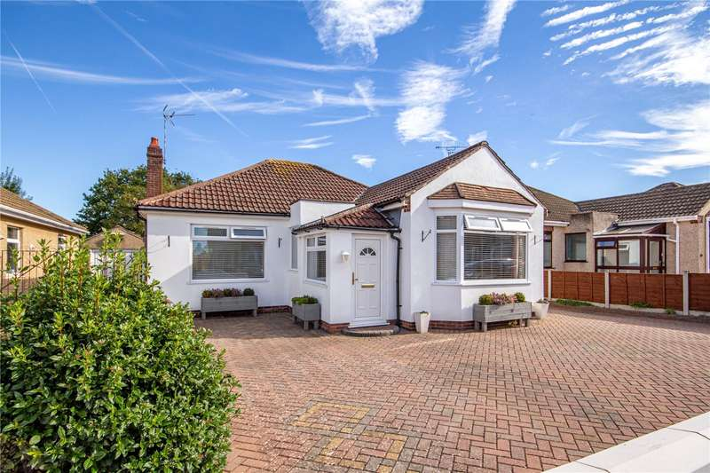 3 Bedrooms Property for sale in Sandringham Avenue, Downend, Bristol BS16