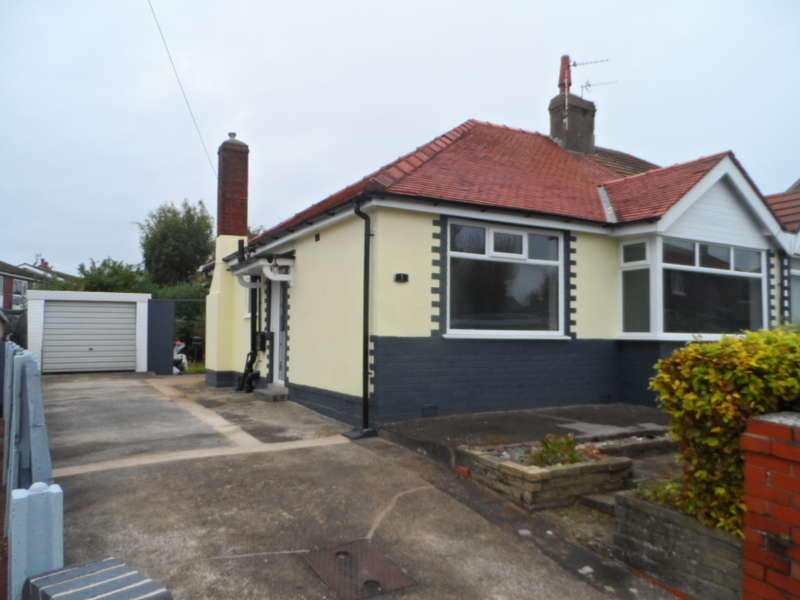 2 Bedrooms Semi Detached Bungalow for sale in Bowness Ave, Thornton Cleveleys, FY5 4AX