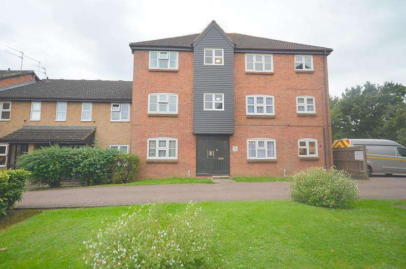 2 Bedrooms Flat for rent in Redmayne Drive, Chelmsford, CM2