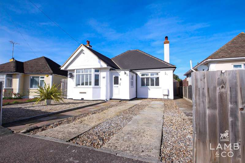 5 Bedrooms Chalet House for sale in Balmoral Avenue, Clacton-On-Sea