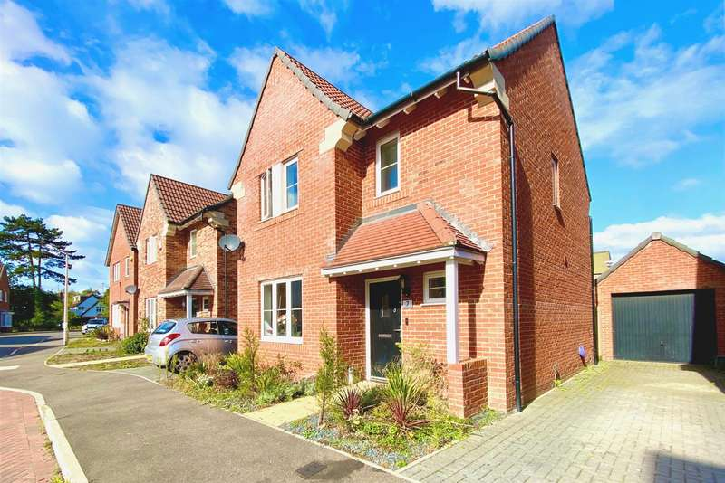 3 Bedrooms Detached House for sale in Millers Grove, Woodley, Reading