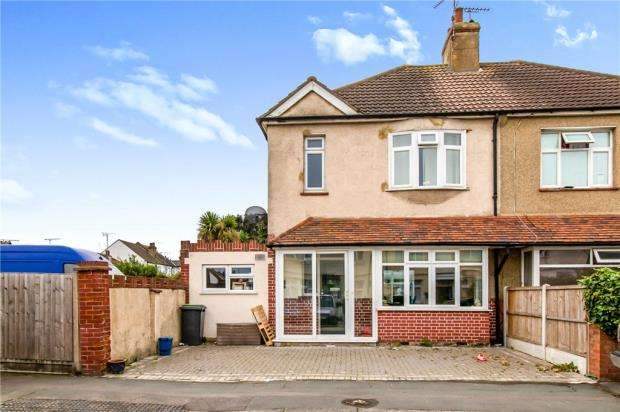 3 Bedrooms Semi Detached House for sale in North Avenue, Southend-on-Sea, Essex