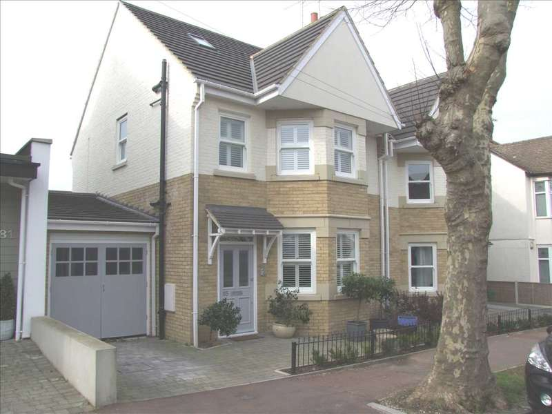 4 Bedrooms Semi Detached House for rent in Dundonald Drive, Leigh on Sea