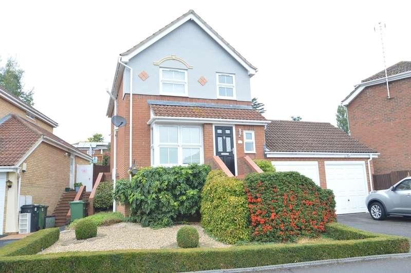 3 Bedrooms Detached House for sale in Kestrel Rise, Halstead