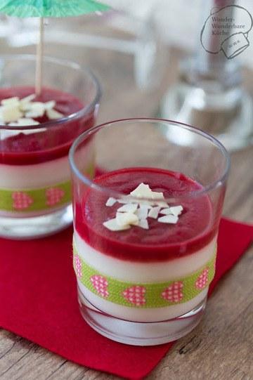 Rezept Alkoholfreie Sektcreme mit Erdbeer-Cranberry-Sauce