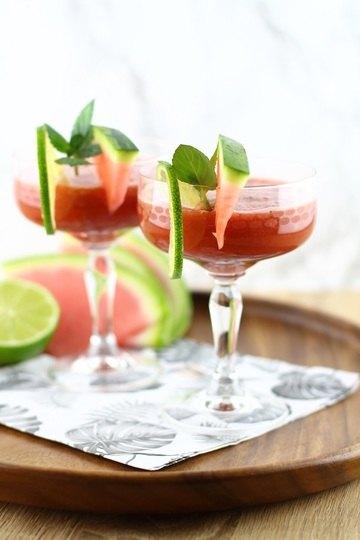 Rezept Alkoholfreier Sommer-Cocktail: Wassermelonen-Matcha-Drink mit Limette