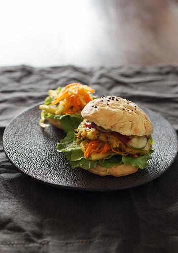 Rezept Aloo-Tikki-Burger mit Kurkuma-Kraut