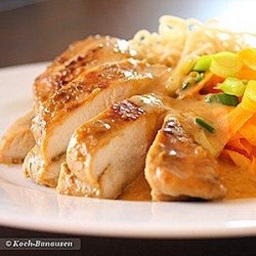 Rezept Anis-Hühnchen in Erdnusssoße mit Karotten-Bandnudeln