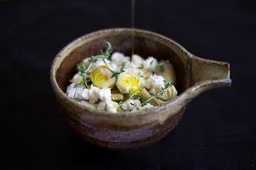 Rezept Antipasti: Artischockenherzen mit Feta, Knoblauch und Thymian