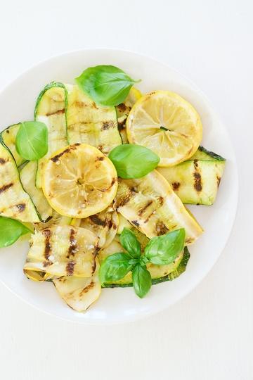 Rezept Antipasti: Gegrillte Zucchini mit Zitrone und Basilikum