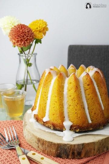 Rezept Apfel-Möhren-Mandelkuchen als Gugl mit Teeglasur