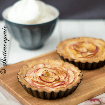 Rezept Apfeltartelettes mit saurer Sahne