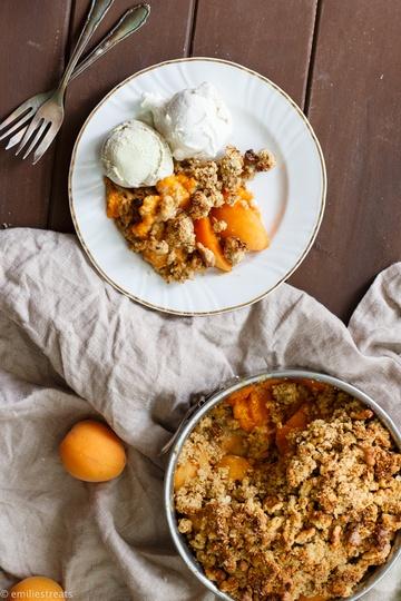 Rezept Aprikosencrumble mit glutenfreien Walnuss-Streuseln