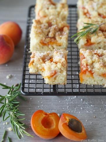 Rezept Aprikosenkuchen mit Rosmarin vom Blech