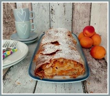 Rezept Aprikosenstrudel mit Mandelblättchen und Amarettibröseln