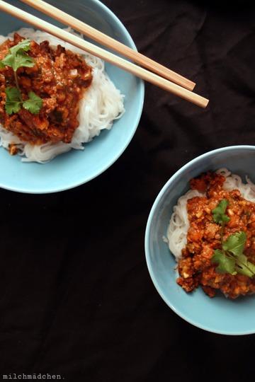 Rezept Asia-Bolognese auf Reisbandnudeln