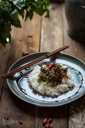 Rezept Asiatische Hackfleischpfanne mit Thai-Basilikum und Chili