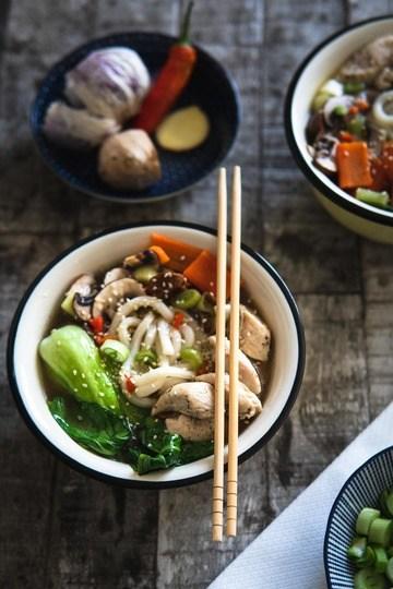 Rezept Asiatische Suppe aus kräftiger Brühe