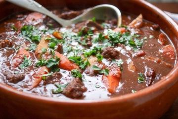 Rezept Asiatischer Rinderschmortopf (Beef Stew) mit Hoisin-Rotwein-Soße und Tomaten