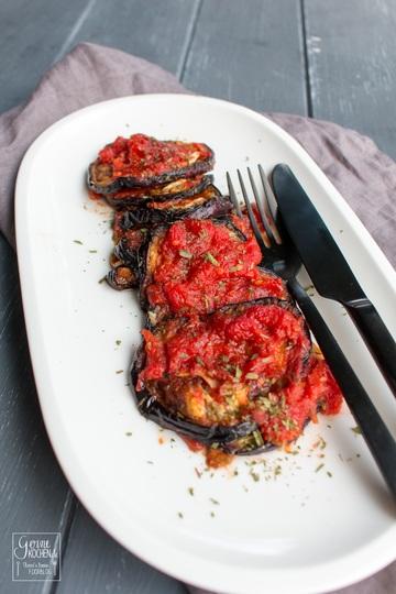 Rezept Auberginen mit Knoblauch und Tomaten - Melitzanes skordostoumbi