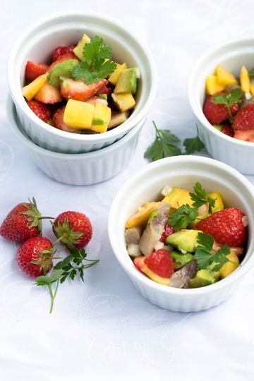 Rezept Avocado-Erdbeer-Mango-Matjes-Salat