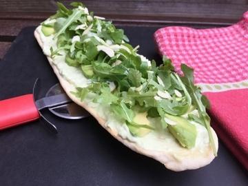 Rezept Avocado-Pizza mit Ricotta und Rucola