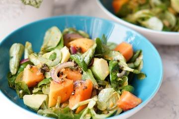 Rezept Avocado Salat mit Papaya und roten Zwiebeln
