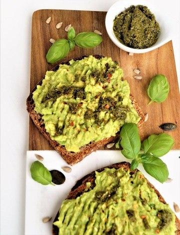 Rezept Avocado Toast mit Pesto