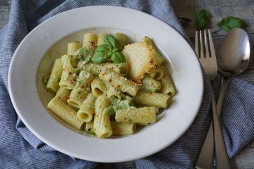 Rezept Avocadonudeln mit Parmesantaler