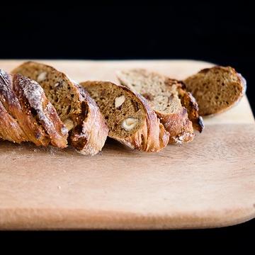 Rezept Baguette mit Haselnüssen, Feigen und Kardamom