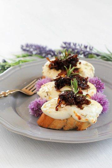 Rezept Baguette Provençal mit Ziegenkäse und Zwiebelconfit