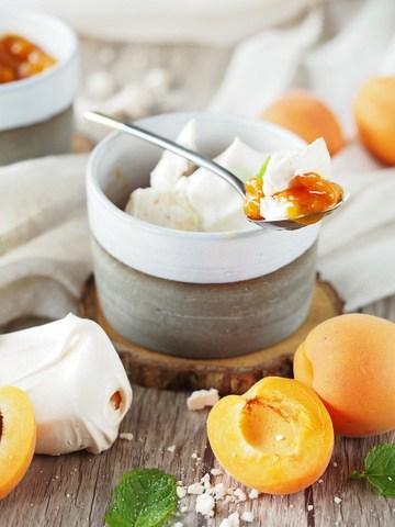 Rezept Baiser mit Aprikosen-Röster und Sahne