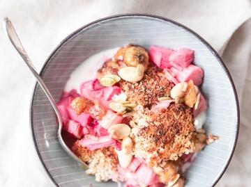 Rezept Baked Oatmeal - Kokosmüsli mit Rhabarber