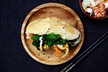 Rezept BANH-MI mit eingelegtem Tofu, Wasabi-Sesam Sauce und schnellem Kimchi