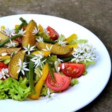 Rezept Bärlauchblüten Salat mit Kartoffelspalten