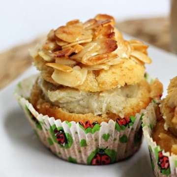 Rezept Bienenstich-Cupcakes mit Rhabarberpudding