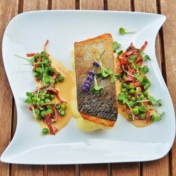 Rezept Bio-Lachsfilet mit Chorizo-Erbsen-Sauce und Kartoffelpüree