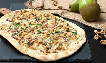 Rezept Birnen-Gorgonzola-Flammkuchen mit karamellisierten Walnüssen
