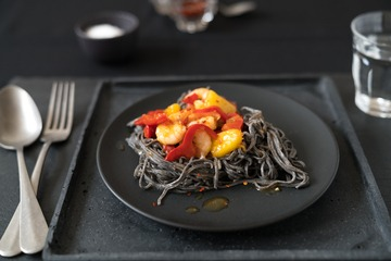 Rezept Black Bean Noodles mit Garnelen sweet and sour