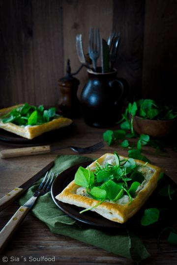 Rezept Blätterteigteilchen mit Ziegenkäse und Postelein