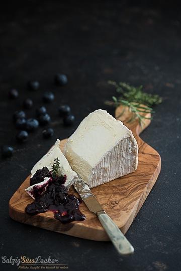 Rezept Blaubeer-Chutney mit gereiftem Weichkäse
